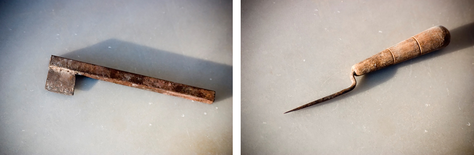 Baltadaki (left) and Kenditiri (right), tools used by mastic growers to make incisions on the tree and produce mastic resin (Photos: PIOP archive)